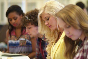 How to make learning a healthy obsession. Photo of women learning