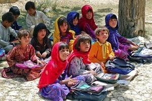 How to make learning a healthy obsession. Photo of children learning